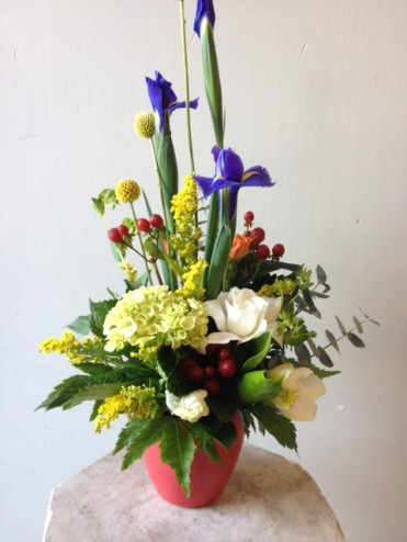 Sweet blossoms hawaii small spring mix with gardenia arrangement gardenia hydrangea iris berries and other mixed foliage colors and flowers in actual arrangement may vary mightylinksfo